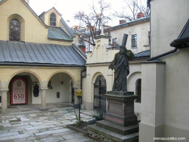 Армянский-Кафедральный-собор-3