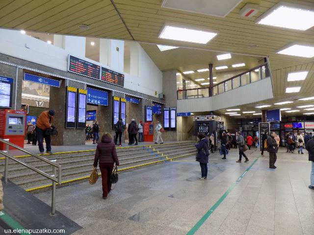 братислава залізничний вокзал словаччина фото 1