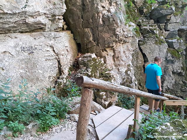 болгарія печера проходна монастир фото 7